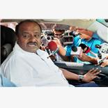 Kumaraswamy slumps in popularity as Karn...