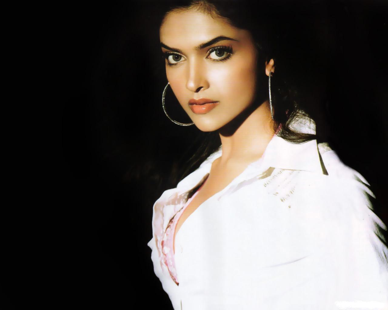 Actress Deepika Padukone Photos