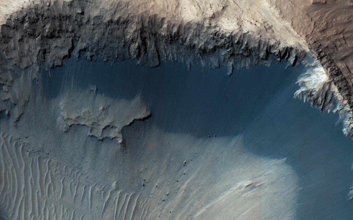 NASA probe spots possible source of sand...